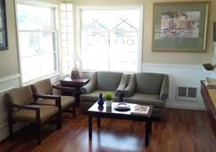 Holiday Lodge - Port Angeles - Living room