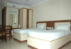 Hotel Sri Sai Regency - Hyderabad - Bedroom