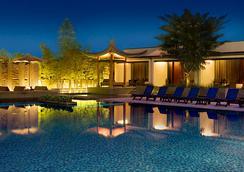 Singapore Marriott Tang Plaza Hotel - Singapore - Pool