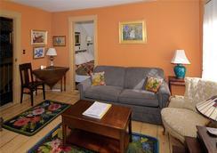 The Chestnut House - Nantucket - Living room