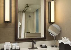 Wave Street Inn - Monterey - Bathroom