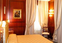 Boutique Hotel Trevi - Rome - Bedroom