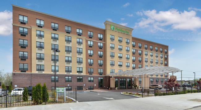 Holiday Inn New York JFK Airport Area - Queens - Building