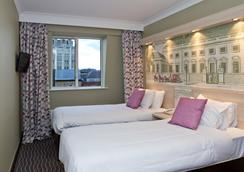 The President Hotel - London - Bedroom