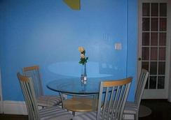 Comfy Guest House - Toronto - Dining room