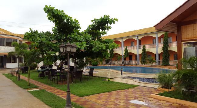 Mika Hotel Luanda - Luanda - Building