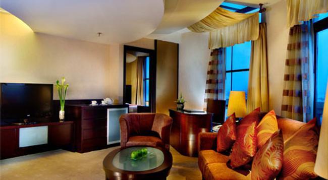 Grand Aston City Hall Medan Hotel & Serviced Residences - Medan - Living room