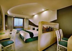 Aston Cirebon Hotel & Convention Center - Cirebon - Bedroom