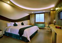 Aston Cirebon Hotel & Convention Center - Cirebon - Bedroom