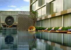 Grand Aston Yogyakarta - Yogyakarta - Pool
