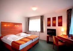 Hotel Kaiser - Berlin - Bedroom