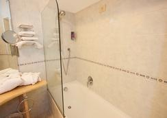 Hotel Weber Ambassador - Capri - Bathroom
