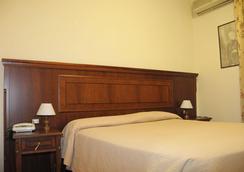 Hotel Cinecittà - Rome - Bedroom