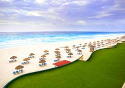 The Royal Caribbean - An All Suites Resort - Cancun - Beach