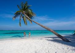Meeru Island Resort & Spa - Meerufenfushi - Beach