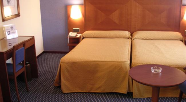 Hotel Torreluz Centro - Almería - Bedroom