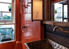 Loy La Long Hotel - Bangkok - Bathroom