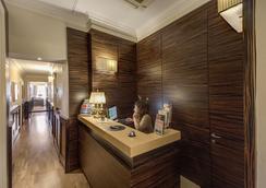 939 Hotel - Rome - Front desk