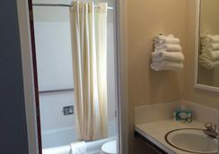Hunters Green Motel - West Yarmouth - Bathroom