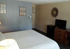 Hunters Green Motel - West Yarmouth - Bedroom