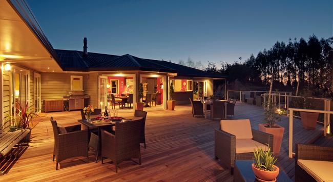 Kauri Point Luxury Bed & Breakfast - Taupo - Building