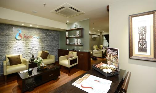 Pacific Regency Hotel Suites - Kuala Lumpur - Living room
