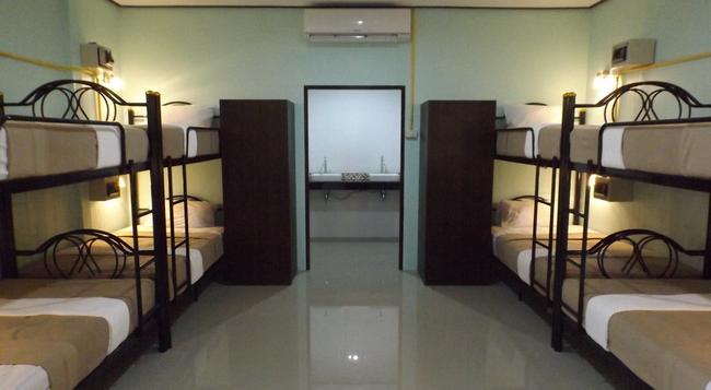 Lanta Long Beach Hostel - Ko Lanta - Bedroom
