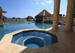 Casa Margarita - Cancun - Pool