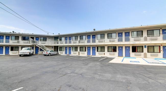 Motel 6 Santa Barbara Beach - Santa Barbara - Building