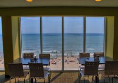 Captain's Quarters Resort - Myrtle Beach - Restaurant