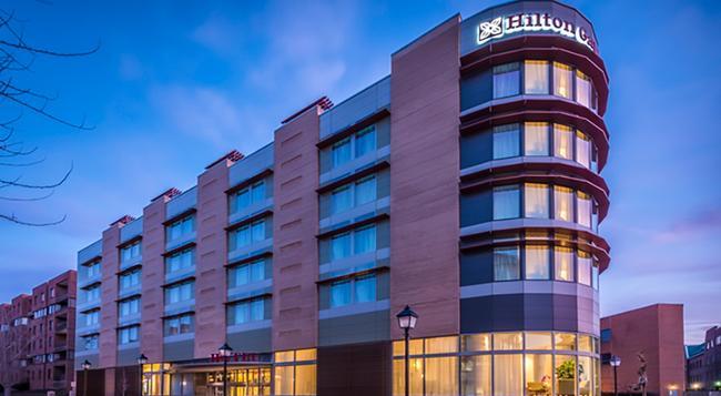 Hilton Garden Inn Alexandria Old Town - Alexandria - Building