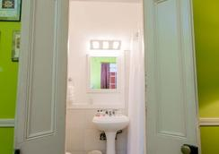 Frenchmen Hotel - New Orleans - Bathroom