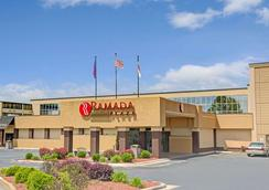Ramada Plaza Charlotte Airport Hotel and Conferenc - Charlotte - Building