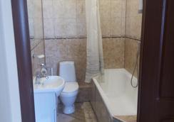 Hotel Mirazh - Omsk - Bathroom