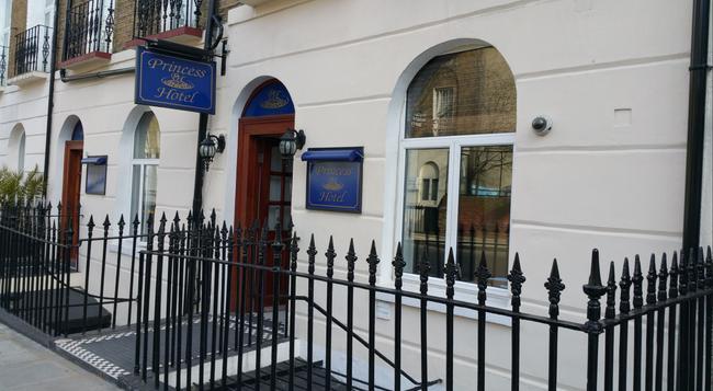 Princess Hotel - London - Building