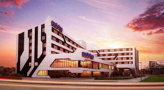 Park Inn by Radisson Krakow - Krakow - Building