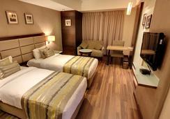 Krios Hotel - Ahmedabad - Bathroom