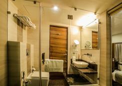 The Basil Park - Bhavnagar - Bathroom