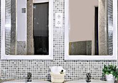 Dulces Dreams Boutique Hostel - Malaga - Bathroom