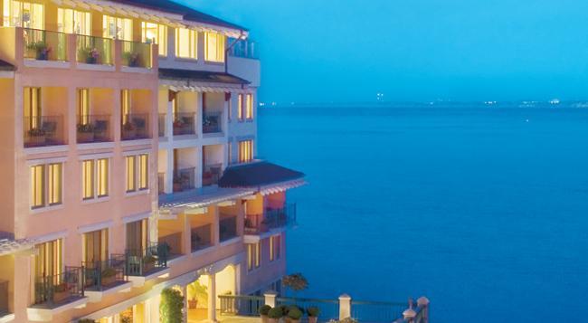 Monterey Plaza Hotel & Spa - Monterey - Building