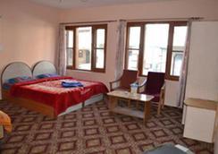 Hotel New Suriya - Srinagar - Bedroom