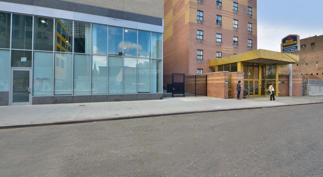 Magnuson Convention Center Hotel - New York - Building