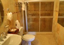 Hotel Le Chateau - Managua - Bathroom