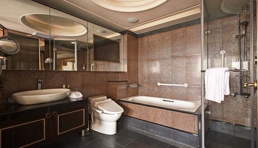 Cosmos Hotel Taipei - Taipei - Bathroom