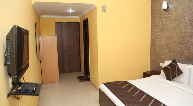 Hotel Aerodrome - New Delhi - Bedroom
