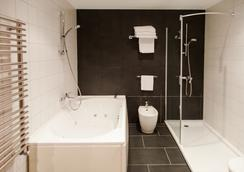 Hotel Avenida - La Coruña - Bathroom
