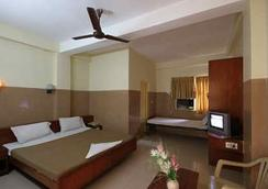 Hotel Melody - Chennai - Bedroom