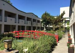 Mikado Hotel - North Hollywood - Outdoor view