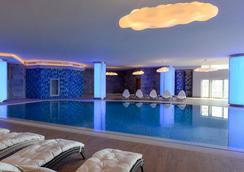 Wyndham Grand Istanbul Europe - Istanbul - Pool