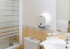 Hotel Sainte-Rose - Lourdes - Bathroom